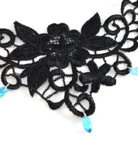 womans lace choker