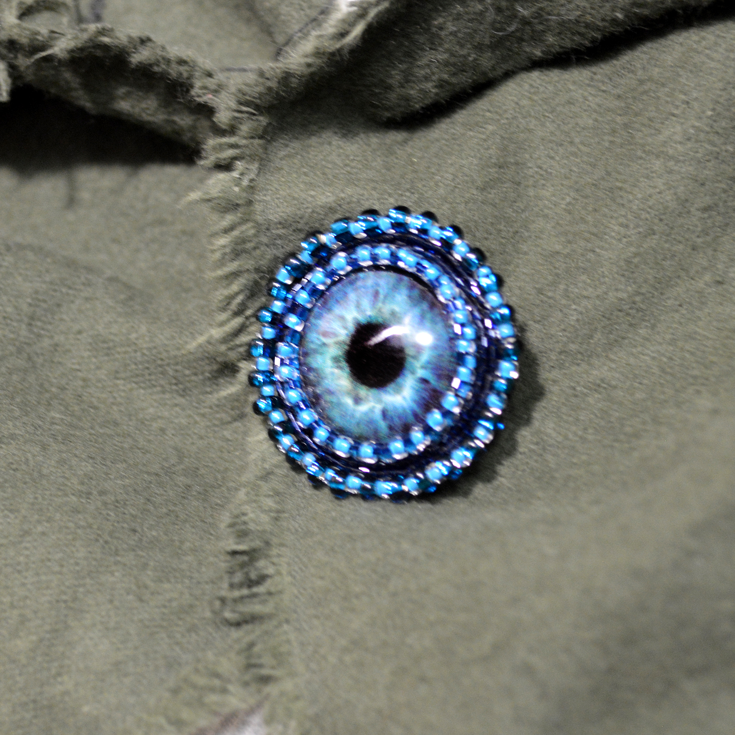 gallery lyst with in gucci swarovski normal jewelry product crystals blue eye brooch